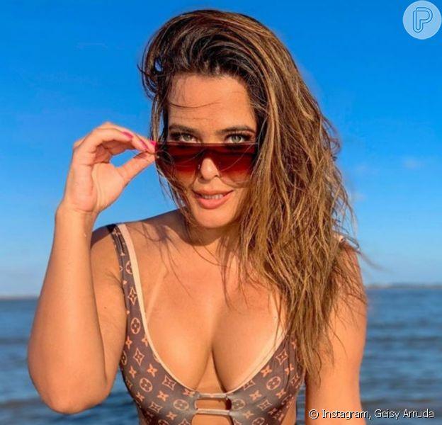 Geisy Arruda revela truque para ir a praia de bem com o corpo