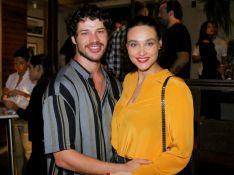 José Loreto comenta experiência de ser vizinho da ex Débora Nascimento: 'Em harmonia'