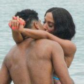 Anitta troca beijos com ator e aposta em maiô de látex ao gravar clipe no Rio. Fotos!