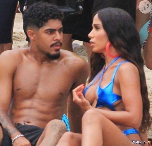 Galã de novo clipe de Anitta, Tiago Alves tem 21 anos e é jogador de futebol