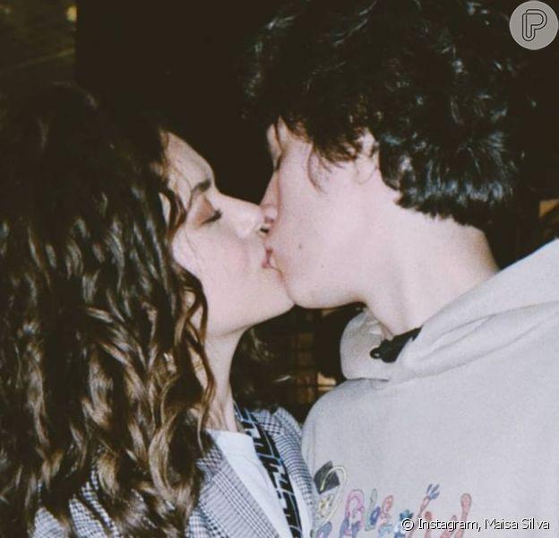 Maisa Silva exibe beijo em namorado,Nicolas Arashiro, ao fazer três anos de namoro