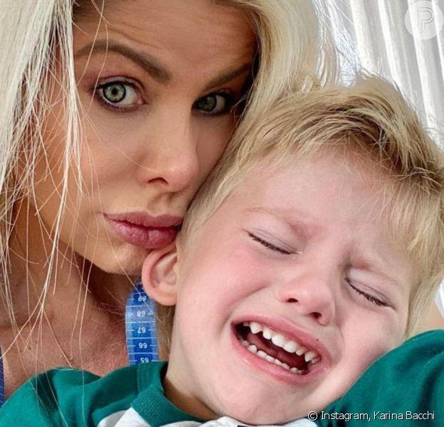 Karina Bacchi leva torta na cara na TV e mostra reação do filho, Enrico: 'Chorando'
