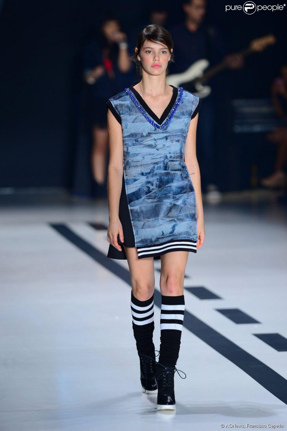 Laura Neiva e Fiuk desfilam juntos no último dia de São Paulo Fashion Week, nesta sexta-feira, 7 de novembro de 2014
