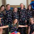 Silvio Santos fez 90 anos e ganhou festa do pijama. Na foto, apresentador com os irmãos, a mulher e as seis filhas