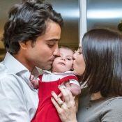 Sthefany Brito e marido posam com filho em ensaio: 'Nosso presente de Natal'