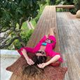 Giovanna Antonelli investe na saída de praia com tom vibrante