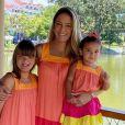 Ticiane Pinheiro gosta de combinar looks com as filhas, Rafaella e Manuella