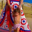 Filho de Marília Mendonça usou roupa com estampa igual a do filho em viagem