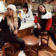 Anitta curtiu o inverno dos EUA acompanhada de amigas