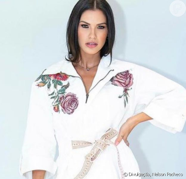 Andressa Suita aposta em look estiloso para evento de marca