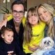 Cesar Tralli mostra foto de reação da filha ao vê-lo na TV: 'Fofa demais'