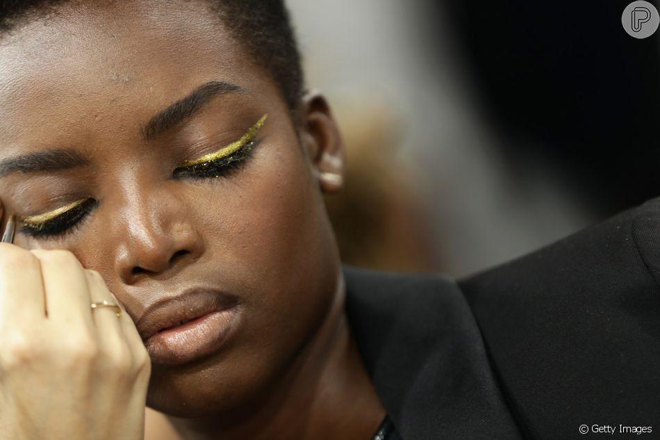 Que tal apostar no dourado para apostar na maquiagem amarela?