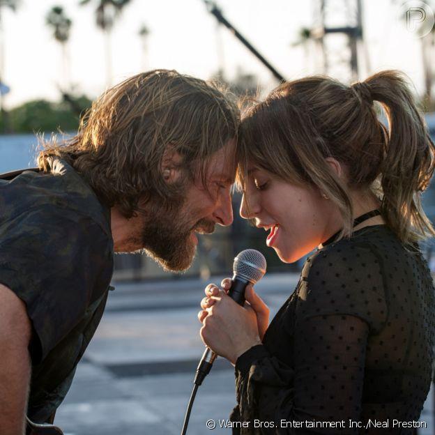 Lady Gaga e Bradley Cooper em 'Nasce Uma Estrela', disponível no Telecine