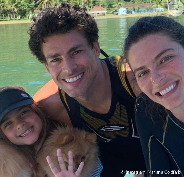 Mariana Goldfarb postou foto com Cauã Reymond e a filha dele, Sofia, sendo comparada à menina