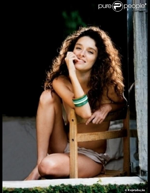 Dandara Guerra não só herdou a beleza da mãe, Cláudia Ohana, como assim como ela, estampou a capa de uma revista, 24 anos depois que a mãe posou para a 'Playboy'