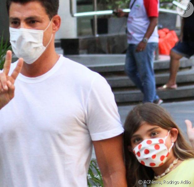 Cauã Reymond passeia com filha, Sofia, e menina rouba cena por estilo e simpatia. Fotos!
