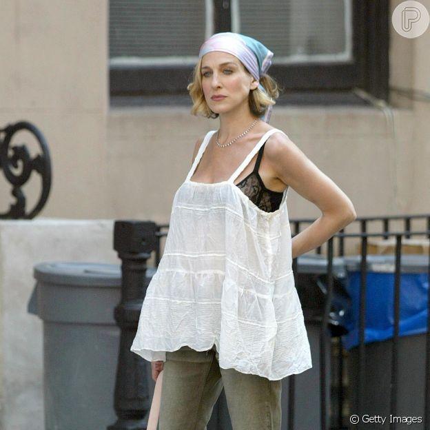 Sarah Jessica Parker, em 'Sex and the City', apostou no lenço amarrado na cabeça
