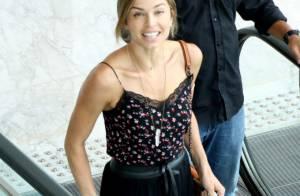 Grazi Massafera usa bolsa Chanel para passear em shopping do Rio