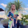 Aos 47 anos, Eliana diz gostar de suas imperfeições em vídeo