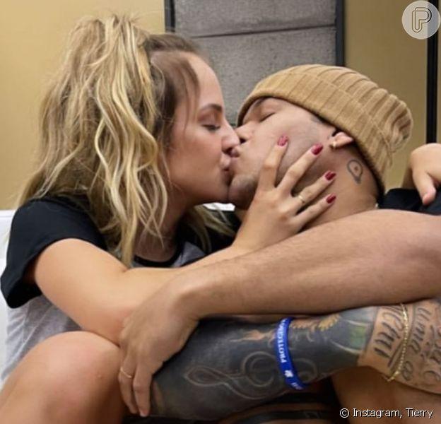 Gabi Martins ganha declaração apaixonada de namorado, cantor Tierry