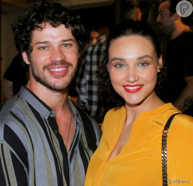 Separados, José Loreto e Débora Nascimento se reúnem para comemorar o aniversário da filha