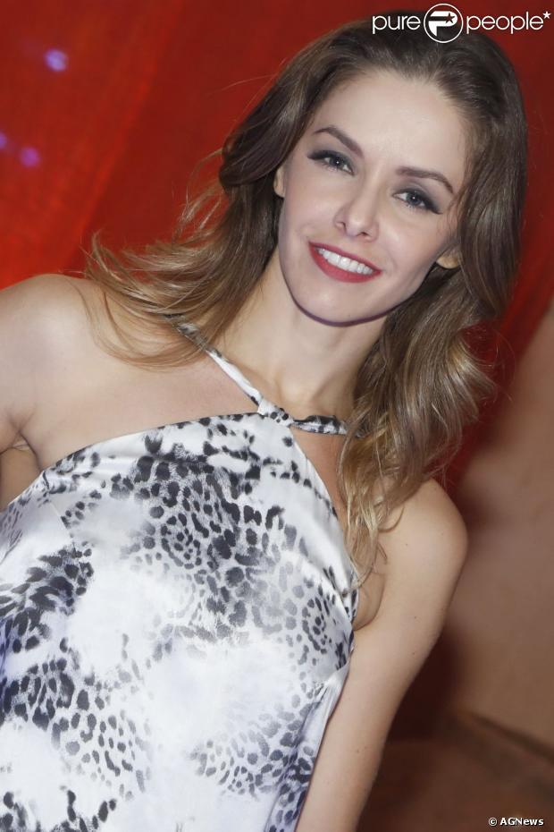 Após dez anos na TV Record, Bianca Rinaldi não renovou contrato com a emissora, em julho de 2013, e vai assinar com a TV Globo para protagonizar próxima novela de Aguinaldo Silva no horário nobre