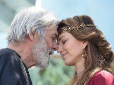 'Gênesis': Abrão conforta Sara por fim dos sonhos de terem um filho. 'Mulher que amo'