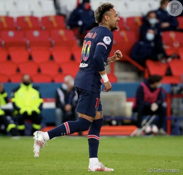 Neymar vestiu uma camisa contra a homofobia no jogo do PSG deste domingo, 16 de maio de 2021