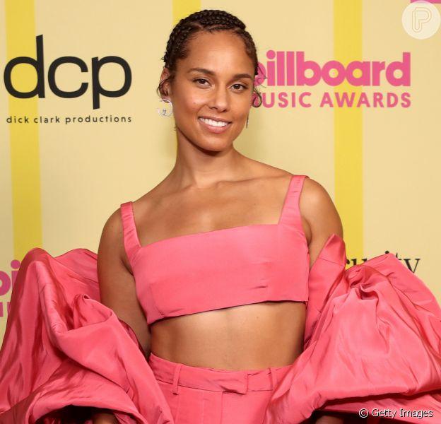 Confira fotos dos looks das famosas no Billboard Music Awards, realizado em Los Angeles, California, neste domingo, 23 de maio de 2021