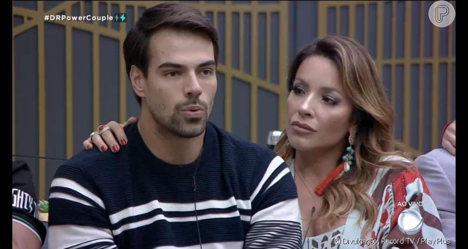 No 'Power Couple', Renata Dominguez e Leandro se estranham com JP e Li Martins em formação da DR