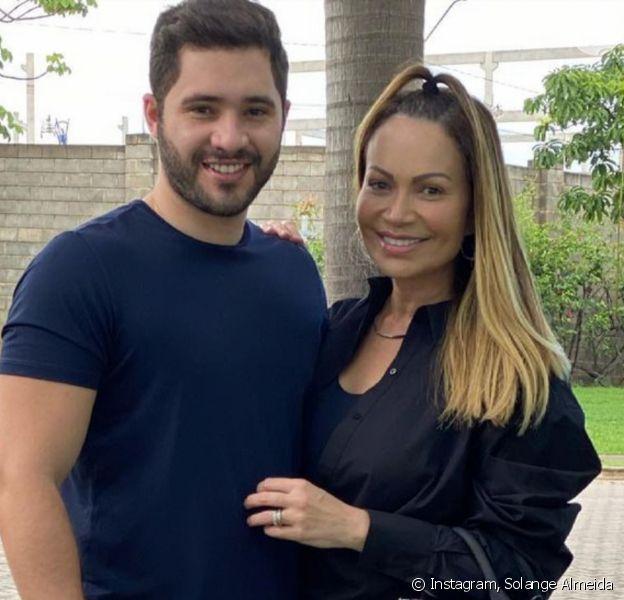 Solange Almeida e Monilton Moura se casaram no civil em novembro de 2020, revela a colunista Fábia Oliveira, do jornal 'O Dia', nesta quinta-feira, 10 de junho de 2021