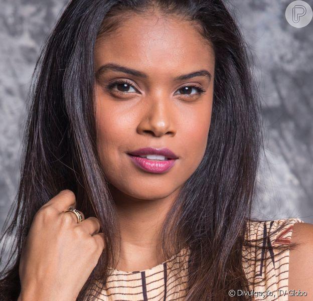Na novela 'Salve-se Quem Puder', Úrsula (Aline Dias) toma atitude radical ao levar fora de Téo (Felipe Simas)