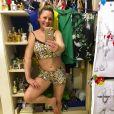 De pijama sexy e barriga de fora, Vera Fischer agita web