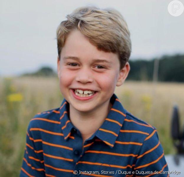 Príncipe George aparece em foto inédita para aniversário de 8 anos e semelhança com William e Rainha Elizabeth choca web