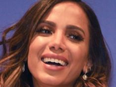 Anitta surge com novo cabelo e fãs reagem: 'Bruna Marquezine, é você?'