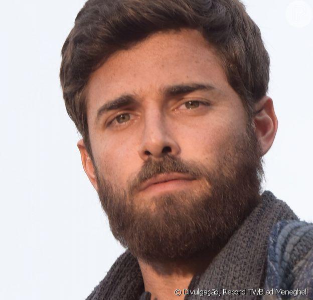 Na novela 'Gênesis': Jacó (Miguel Coelho/Petrônio Gontijo) se revolta com Labão (Heitor Martinez) após acusação de roubo por parte do tio/genro