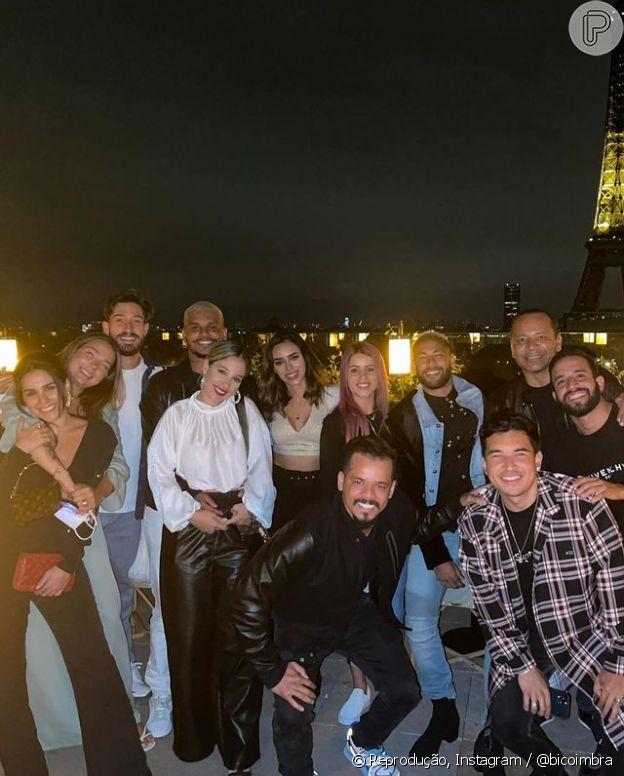 Neymar e Bruna Biancardi apareceram juntos em foto em grupo