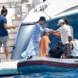 Neymar e Bruna Biancardi foram vistos juntos pela primeira vez em um passeio por Ibiza com os amigos do jogador