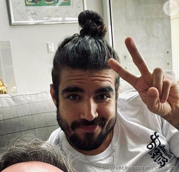 Caio Castro aparece sem aliança após fim de namoro com Grazi Massafera, em 28 de agosto de 2021