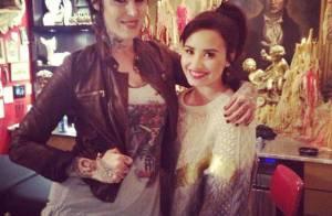 Demi Lovato faz nova tatuagem no braço direito