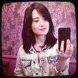 Demi Lovato corta o cabelo na altura dos ombros, em 12 de fevereiro de 2013