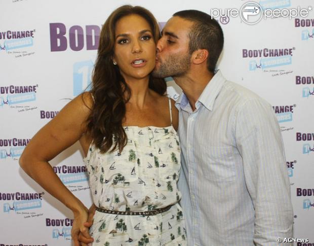 Ivete Sangalo posa com o marido, Daniel Cady, no lançamento do programa de emagrecimento Body Shape, em 13 de março de 2013