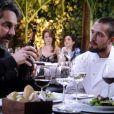 José Alfredo (Alexandre Nero) leva Vicente (Rafael Cardoso) para almoçar no boteco de Manoel (Jackson Antunes), em 'Império'