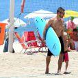 Rodrigo Hilbert aproveita tarde na praia do Leblon, Zona Sul do Rio de Janeiro