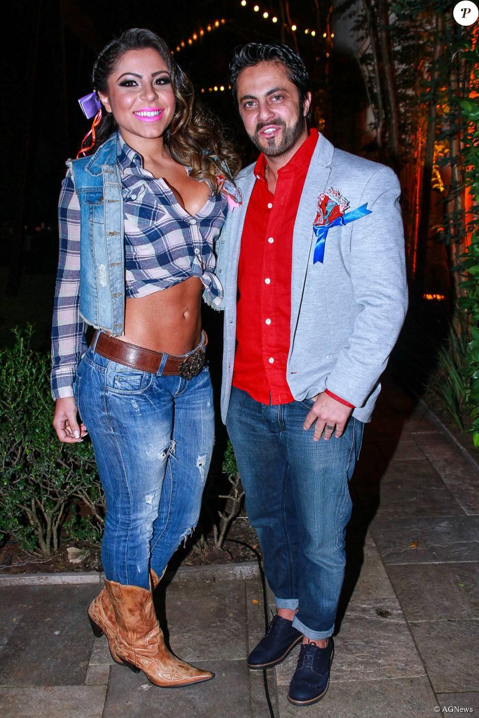 Ao lado da namorada, Andressa Ferreira, Thammy Miranda mostra todo o seu estilo em festa julina após retirada dos seios (julho de 2015)