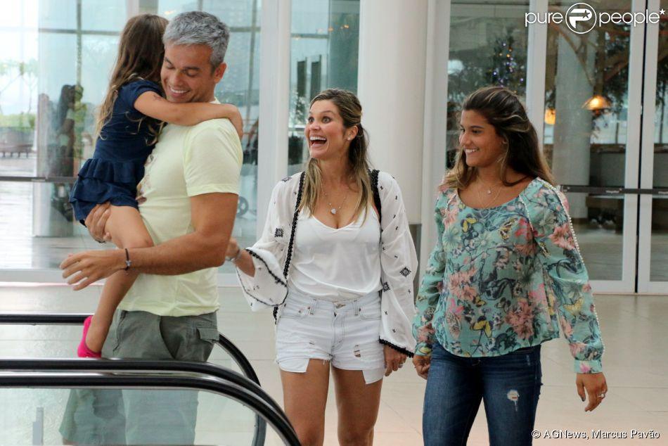 109eca92ddcbb Flávia Alessandra se diverte com o marido, Otaviano Costa, e com as filhas  em