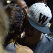 Maria Gadú dança forró de rosto colado com a mulher, Lua Leça, em Recife