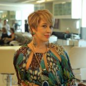 Claudia Raia corta o cabelo estilo joãozinho para mudança em 'Alto Astral'