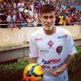 Antes de curtir o pagode, Neymar participou da 14ª edição do Futebol contra fome