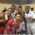 Neymar participou de uma partida de futebol beneficente ao lado de amigos